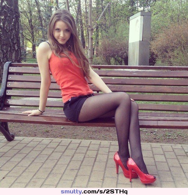 skinny blondie stuffing giant dildos in her snatch pichunter